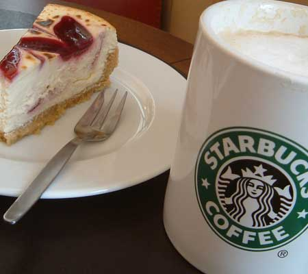 Raspberry-Cheese-Cake with Vanilla Café-Latte by Starbucks